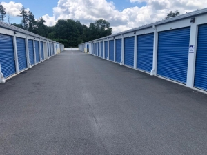 Image of Life Storage - Londonderry Facility on 6 Smith Lane  in Londonderry, NH - View 4