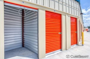 Image of CubeSmart Self Storage - Palmetto - 5310 Old US Hwy 41 Facility on 5310 Old Us Highway 41  in Palmetto, FL - View 3