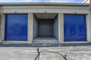 iStorage Farmington Hills Sinacola - Photo 4