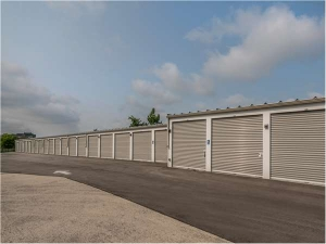 Image of Extra Space Storage - Franklin - 27th Street Facility on 6805 South 27th Street  in Franklin, WI - View 2