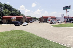 Image of Oak Cliff Self Storage Facility on 3714 Marvin D Love Freeway  in Dallas, TX - View 3