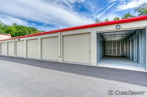 CubeSmart Self Storage - Bloomfield - 101 Old Windsor Rd - Photo 3