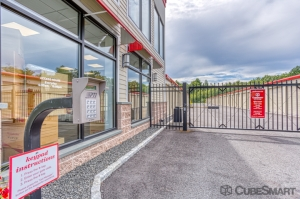 CubeSmart Self Storage - Bloomfield - 101 Old Windsor Rd - Photo 8