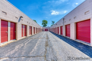 CubeSmart Self Storage - Glenview - 1775 Chestnut Ave - Photo 5