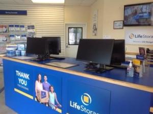 Life Storage - Orlando - 4650 South Semoran Boulevard - Photo 4