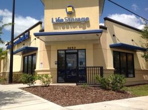 Image of Life Storage - Orlando - 4650 South Semoran Boulevard Facility on 4650 South Semoran Boulevard  in Orlando, FL - View 2