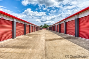 CubeSmart Self Storage - Conroe - 810 Gladstell Rd - Photo 2