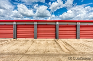 CubeSmart Self Storage - Conroe - 810 Gladstell Rd - Photo 3