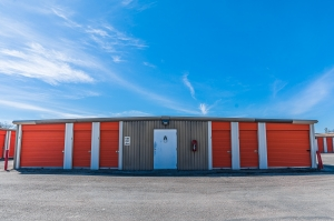 Image of Spencer Mini Storage Facility on 11220 Spencer Highway  in La Porte, TX - View 4