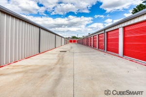 Image of CubeSmart Self Storage - Arlington - 2216 W Park Row Dr Facility on 2216 West Park Row Drive  in Pantego, TX - View 3