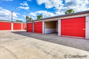 Image of CubeSmart Self Storage - Arlington - 2216 W Park Row Dr Facility on 2216 West Park Row Drive  in Pantego, TX - View 4