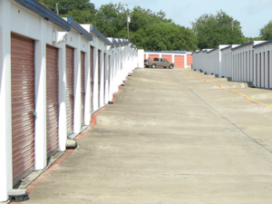 Image of American Harbor Self Storage Facility on 7227 South R. L. Thornton Freeway  in Dallas, TX - View 4