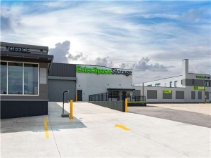 Extra Space Storage - St Louis - Vandeventer Ave - Photo 7