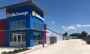Life Storage - San Antonio - 3535 Roosevelt Avenue - Photo 6