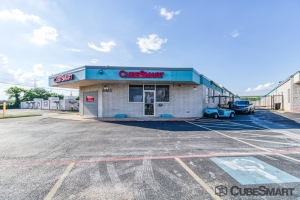 Image of CubeSmart Self Storage - Fort Worth - 6465 E. Rosedale St. Facility at 6465 East Rosedale Street  Fort Worth, TX