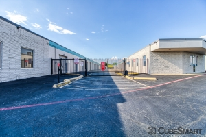Image of CubeSmart Self Storage - Fort Worth - 6465 E. Rosedale St. Facility on 6465 East Rosedale Street  in Fort Worth, TX - View 3