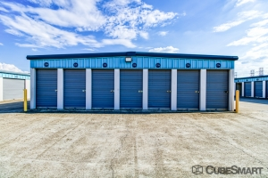 Image of CubeSmart Self Storage - Fort Worth - 6465 E. Rosedale St. Facility on 6465 East Rosedale Street  in Fort Worth, TX - View 4