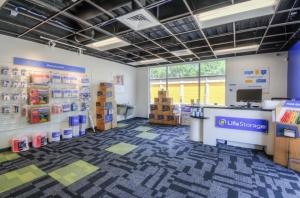 Image of Life Storage - Oviedo - 3364 West State Road 426 Facility on 3364 West State Road 426  in Oviedo, FL - View 4