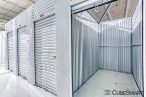 Image of CubeSmart Self Storage - Tampa - 2320 W. Hillsborough Ave. Facility on 2320 West Hillsborough Avenue  in Tampa, FL - View 4