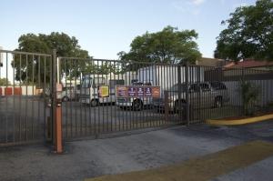 Image of Public Storage - Plantation - 911 S State Road 7 Facility on 911 S State Road 7  in Plantation, FL - View 4