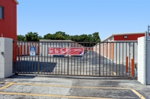 Public Storage - Jacksonville - 6333 Arlington Expressway - Photo 4