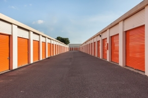 Image of Public Storage - Tampa - 5014 S Dale Mabry Hwy Facility on 5014 S Dale Mabry Hwy  in Tampa, FL - View 2