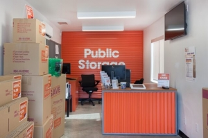 Image of Public Storage - Tampa - 5014 S Dale Mabry Hwy Facility on 5014 S Dale Mabry Hwy  in Tampa, FL - View 3