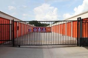 Image of Public Storage - Orlando - 235 E Oak Ridge Road Facility on 235 E Oak Ridge Road  in Orlando, FL - View 4