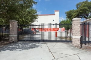 Image of Public Storage - Tampa - 1302 W Kennedy Blvd Facility on 1302 W Kennedy Blvd  in Tampa , FL - View 4