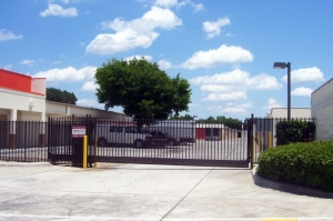 Image of Public Storage - Kissimmee - 1701 Dyer Blvd Facility on 1701 Dyer Blvd  in Kissimmee, FL - View 4