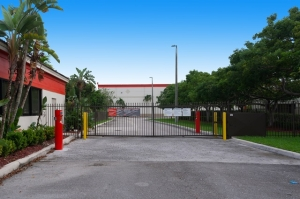 Image of Public Storage - Coral Springs - 6000 Coral Ridge Dr Facility on 6000 Coral Ridge Dr  in Coral Springs, FL - View 4
