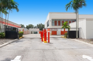 Image of Public Storage - Sunrise - 8560 W Commercial Blvd Facility on 8560 W Commercial Blvd  in Sunrise, FL - View 4