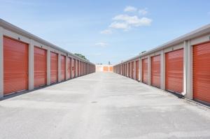 Public Storage - Orlando - 250 N Goldenrod Rd - Photo 2