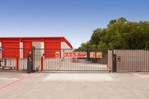Image of Public Storage - Arlington - 3150 E Pioneer Pkwy Facility on 3150 E Pioneer Pkwy  in Arlington, TX - View 4