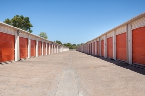 Image of Public Storage - Austin - 5016 E Ben White Blvd Facility on 5016 E Ben White Blvd  in Austin, TX - View 2
