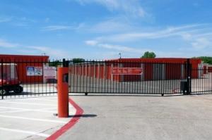 Image of Public Storage - Richland Hills - 7601 Airport Fwy Facility on 7601 Airport Fwy  in Richland Hills, TX - View 4