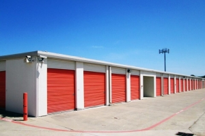 Image of Public Storage - Richland Hills - 7601 Airport Fwy Facility on 7601 Airport Fwy  in Richland Hills, TX - View 2