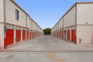 Image of Public Storage - Austin - 12318 N MoPac Expy Facility on 12318 N MoPac Expy  in Austin, TX - View 2