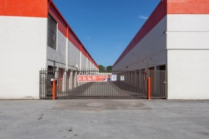 Image of Public Storage - Houston - 9030 North Freeway Facility on 9030 North Freeway  in Houston, TX - View 4