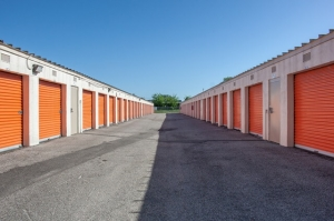 Image of Public Storage - Houston - 9030 North Freeway Facility on 9030 North Freeway  in Houston, TX - View 2