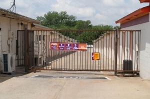 Image of Public Storage - Carrollton - 1225 West Trinity Mills Rd Facility on 1225 West Trinity Mills Rd  in Carrollton, TX - View 4