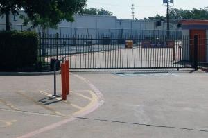 Image of Public Storage - Arlington - 2531 South Cooper Street Facility on 2531 South Cooper Street  in Arlington, TX - View 4