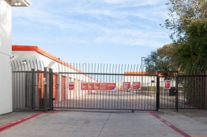 Image of Public Storage - Dallas - 2861 Walnut Hill Lane Facility on 2861 Walnut Hill Lane  in Dallas, TX - View 4