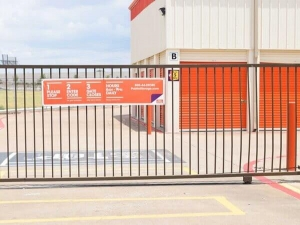 Image of Public Storage - Dallas - 11085 Walnut Hill Lane Facility on 11085 Walnut Hill Lane  in Dallas, TX - View 4