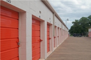 Image of Public Storage - Irving - 1212 E Airport Freeway Facility on 1212 E Airport Freeway  in Irving, TX - View 2