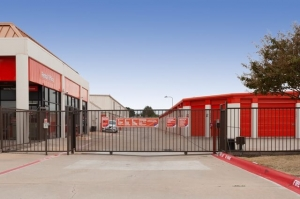 Image of Public Storage - Carrollton - 2550 East Trinity Mills Rd Facility on 2550 East Trinity Mills Rd  in Carrollton, TX - View 4