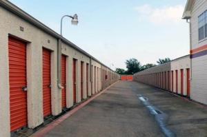 Image of Public Storage - Dallas - 2840 S Westmoreland Road Facility on 2840 S Westmoreland Road  in Dallas, TX - View 2