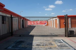 Image of Public Storage - Fort Worth - 5204 McCart Ave Facility on 5204 McCart Ave  in Fort Worth, TX - View 4