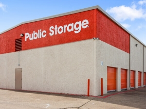 Image of Public Storage - Dallas - 7412 Lemmon Ave Facility on 7412 Lemmon Ave  in Dallas, TX - View 2