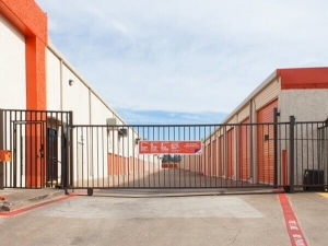 Image of Public Storage - Dallas - 7412 Lemmon Ave Facility on 7412 Lemmon Ave  in Dallas, TX - View 3